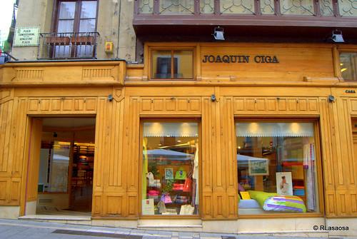 «Joaquín Ciga», tienda textil en la Plaza Consistorial