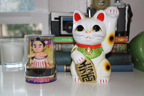 kitty and bobble head sumo dude