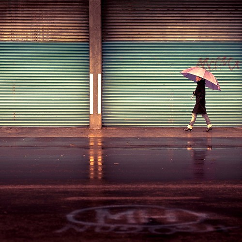 Cuba Gallery: Urban / Lightroom preset rose vogue / city / umbrella / reflection / walking / rain