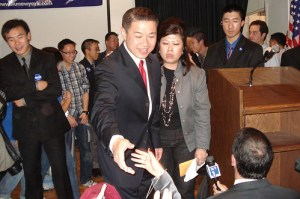 Liu greets supporters during his victory party - Photo: Ewa Kern-Jedrychowska.