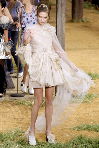 chanel-spring-2010-ready-to-wear-22