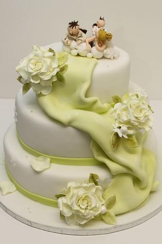 Hochzeitstorte klassisch mit Rosen individuellen
