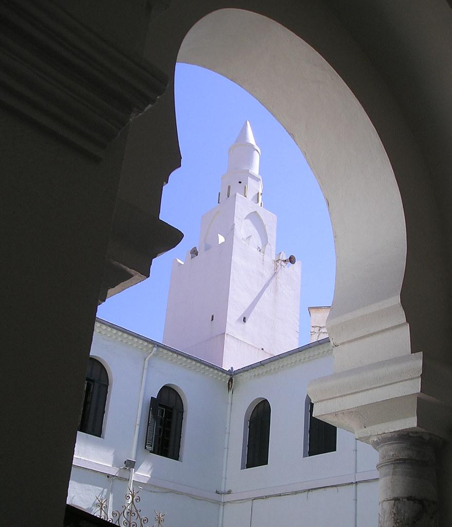 La mosquée de Sayyidi Abou Marwan d'Annaba date du 9e siècle Aghlabide et fut reconstruite en 1039 par le souvereint Ziride Al-Muizz. G. Marçais voit dans son plan un prolongement tardif et excentrique de l'architecture ifrîqiyyenne du IXe siècle (Aghlabide) , en raison de sa ressemblance avec la Grande Mosquée de Kairouan.