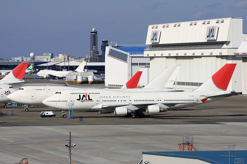JAL B747-400(JA8085), B747-400BCF(N742CK)