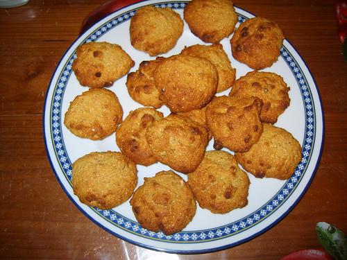Biscotti con farina di mais, miele e noci