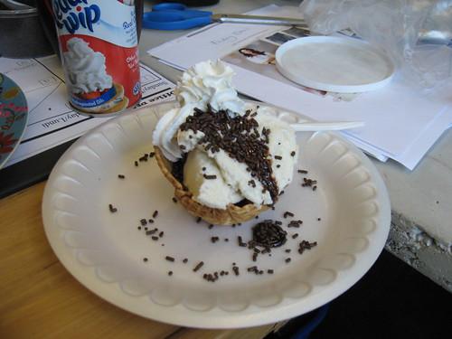 ice cream sundae party