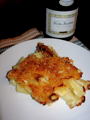 Baked macaroni and cheese, 1997 Nicolas Feuillatte Champagne Grand Cru Chouilly