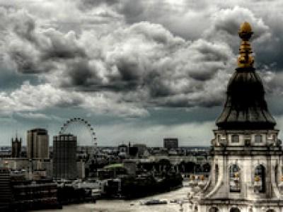 St Paul's Cathedral Pinnacle and London Eye. Pináculo de la Catedral de San Pablo y London Eye.