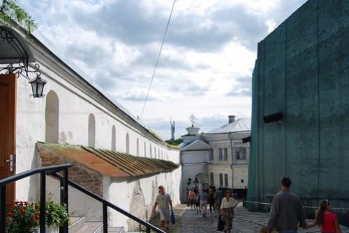 Monasterio de Lavra con Rodina Mat al fondo, Kiev