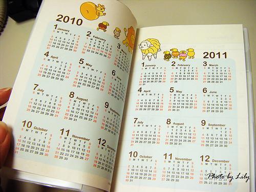 2010年的月曆跟2011年的月曆。