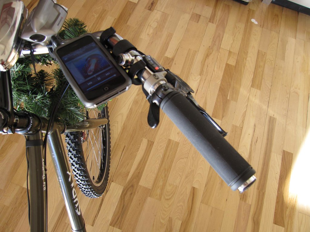 iPhone bracket holder with phone