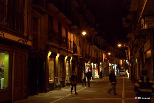 Vista nocturna de la calle Mayor en Navidades.