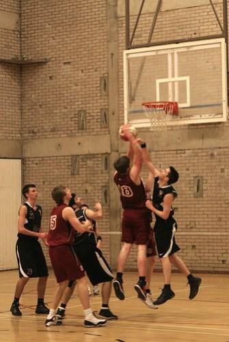 Basketball v Shef Hallam - Peter Iveson - 3/2/10 - IMG_0229