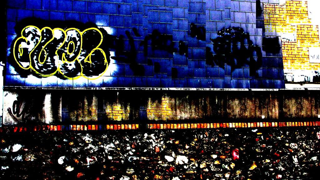 Duel Grafitti in Cardiff