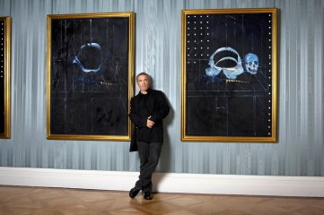 Hirst with two paintings (Damien07.jpg) Photography by Billie Scheepers c. Damien Hirst. All rights reserved, DACS 2009