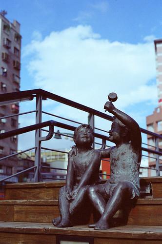 (with 柯達金軟片 100,過期五年) (50mm, f/4, 1/1000-2000)