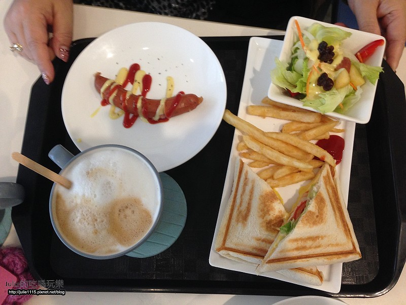 brunch,倫敦,土耳其,大阪,宜蘭,居酒屋,捷克,旅遊,早午餐,板橋,板橋早午餐,江子翠站,法國,笑咪咪三文治,美味食記,美食,自由行,食記 @跟著Julie一起走吧