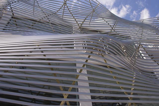 曲線の建物
