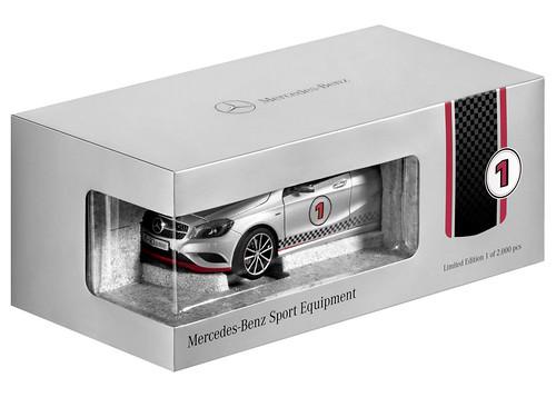 Mercedes-Benz Accessories GmbH auf der IAA 2013: Modellauto A-Klasse in Polarsilber mit Mercedes-Benz Sport Equipment im Maßstab 1:18 von Norev. Limitiert auf 2000 Stück. Preis: 69,90 Euro (unv. Preisempfehlung, inkl 19% MwSt.), Artikelnummer B6 696 0334M