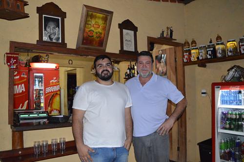 Normando Linhares e o filho, Normando, que comandam o Ô de Casa, em Fabriciano
