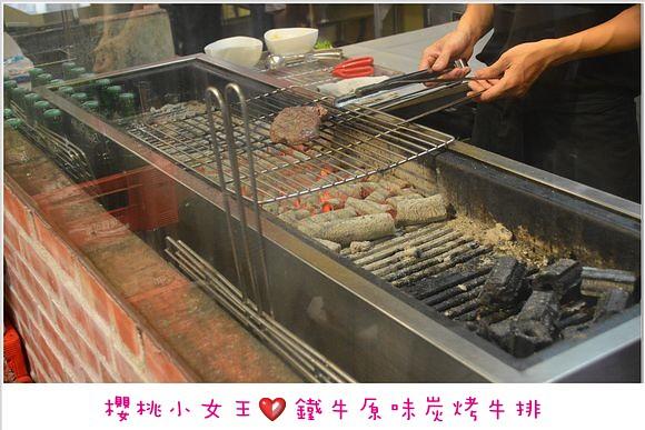 [板橋]鐵牛原味碳烤牛排。比臉還大的牛排。碳燒美味 @ *.:。 *゚'櫻桃小女王'゚* 。:.* :: 痞客邦