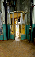 Art-Deco ingang Krachtcentrale in Huizen