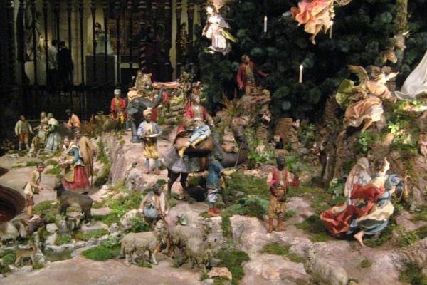 Nyc - Metropolitan Museum Of Art Annual Christmas Tree And Neapolitan Baroque Crche