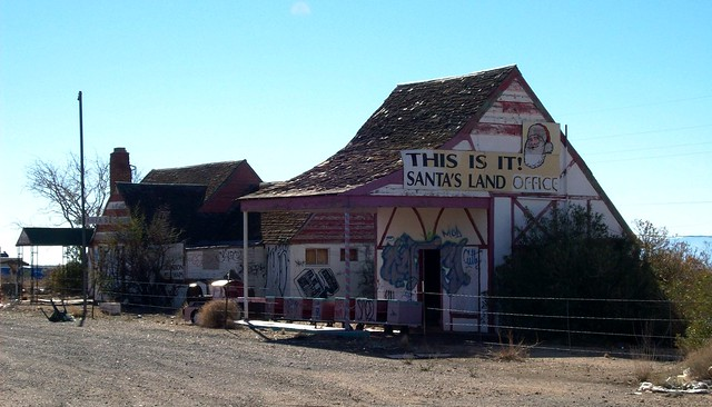 Santa Claus Land, Arizona, abandoned buildings north of Kingman, AZ recall a more colorful history (santaclaus01xy)