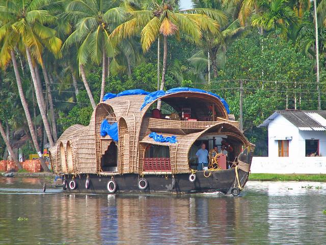Un laberinto de lagos y casas flotantes en Kerala India