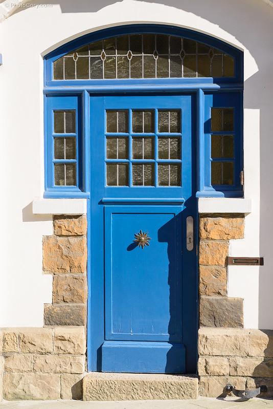 blue door in Ixelles
