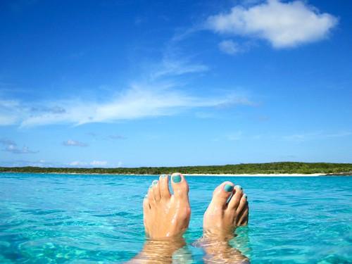 Toes match sea