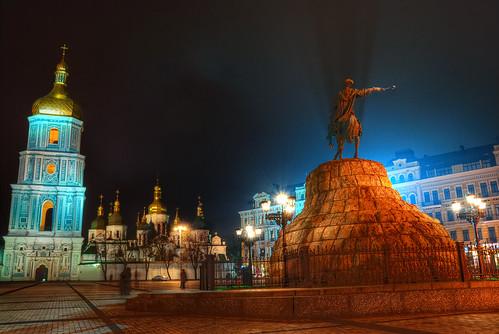 Bohdan Khmelnytsky Square in Kiev - CC Yevgen Pogoryelov