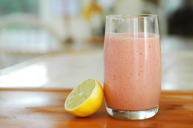 Strawberry and banana smoothie recipe | UK Lifestyle Blog