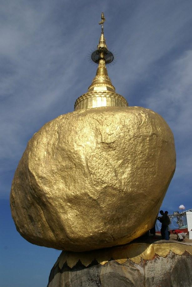 Myanmar: Goldener Felsen