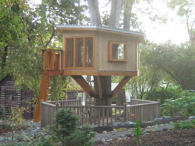Modern Tree House  This is a modern tree house in the Ten