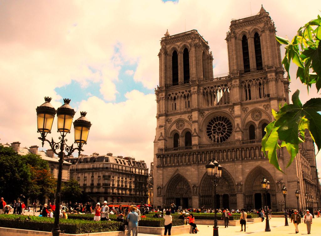 Vue extérieur de jour de la cathédrale Notre Dame de Paris