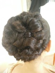 beautiful full hairstyle of barrel