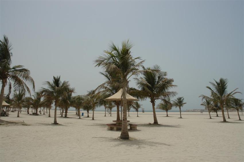 Qué ver en Dubai: Playa pública de Dubai, vacía por completo, el calor es terrible ...  Qué ver en Dubai - 3840492140 2408fe4303 o - Qué ver en Dubai, el oasis inacabado