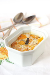 Gratin de patates douces, mimolette et poivre long