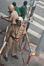 Polizei sperrt Viertel um Volksversammlung