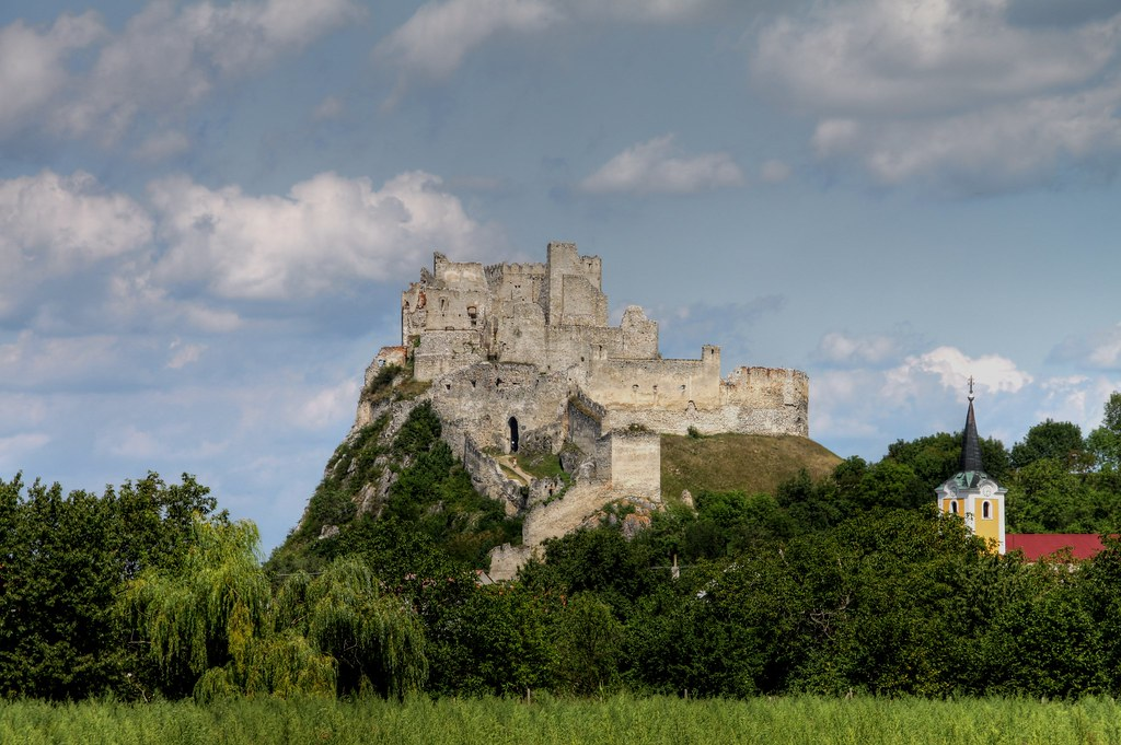 beckov castle, hrad beckov, what to do in piestany, guide in piestany, what to do in trencin, beckov opening hours, slovakian castles, guided tour castles in slovakia