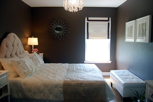 [Real Homes] Chic brown bedroom: Benjamin Moore 'Clinton