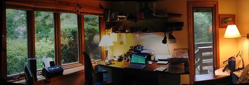 Kancelarija slobodnjaka - via Flickr by lastonein (CC BY-NC-ND 2.0)