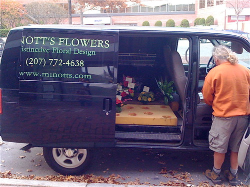 Minott's Flowers - Delivery Time