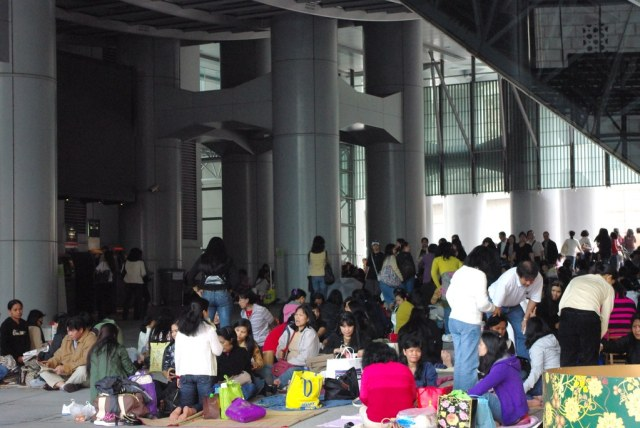 Filipino community gathering under the HSBC building