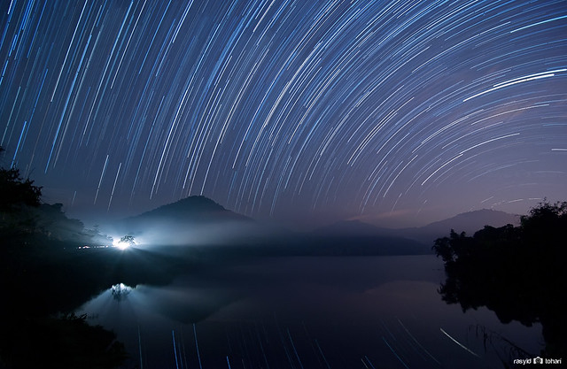 5753845186 7f18677894 z 17 Awesome Star Trail Images