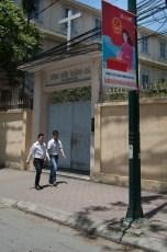 Wahlplakat vor christlicher Schule