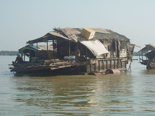 201003060219_Tonle-Sap-floating-dwelling