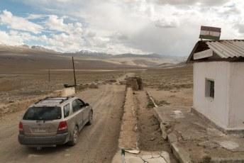 Wij moesten ons regelmatig bij de grenswachten van Tadzjikistan registreren. Wat een afgelegen plek was dit zeg.