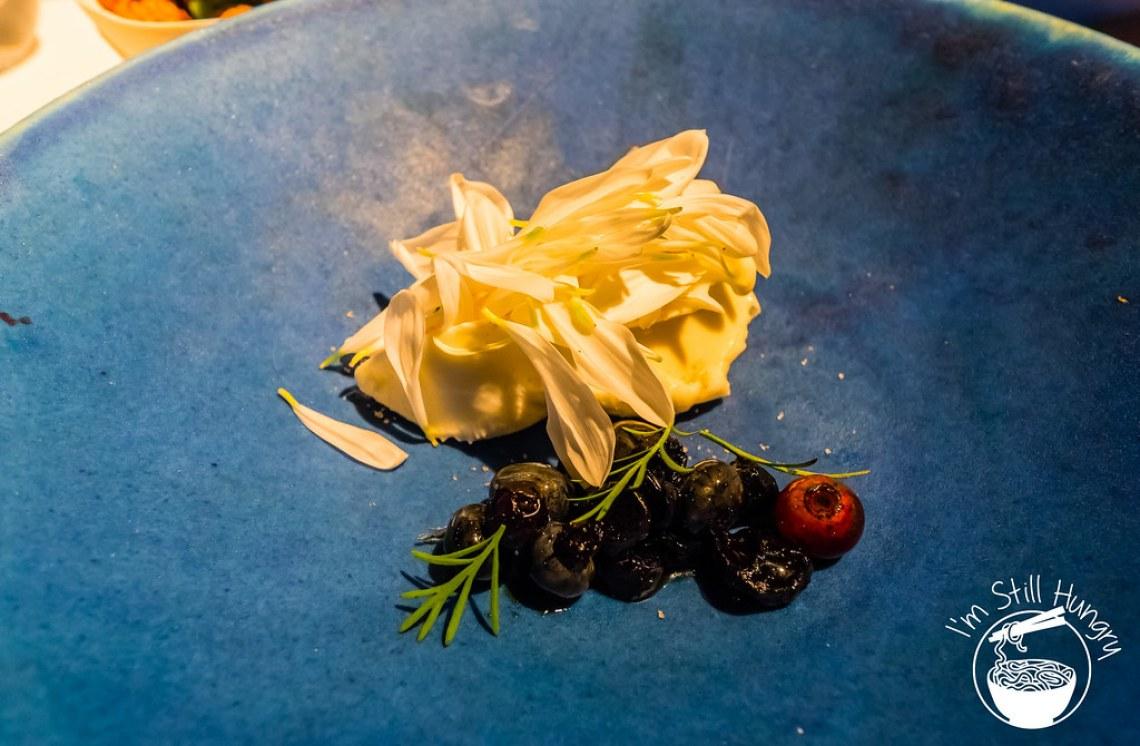 Blueberries, vinegar & fresh cheese